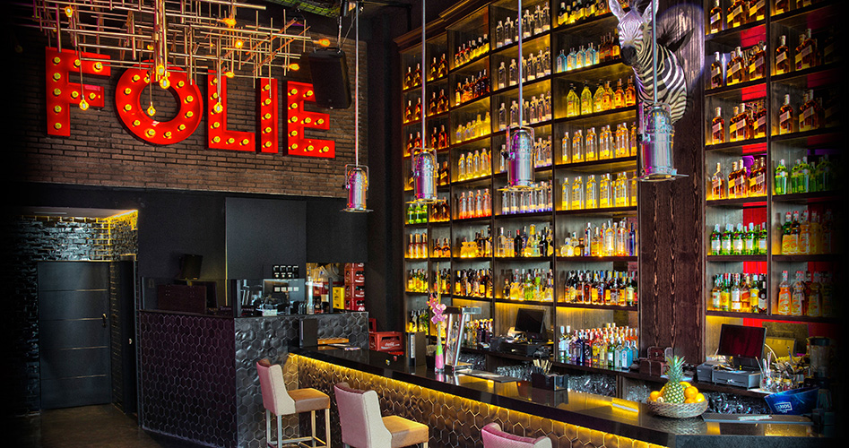Barra de Folie con la famosa cebra del bar